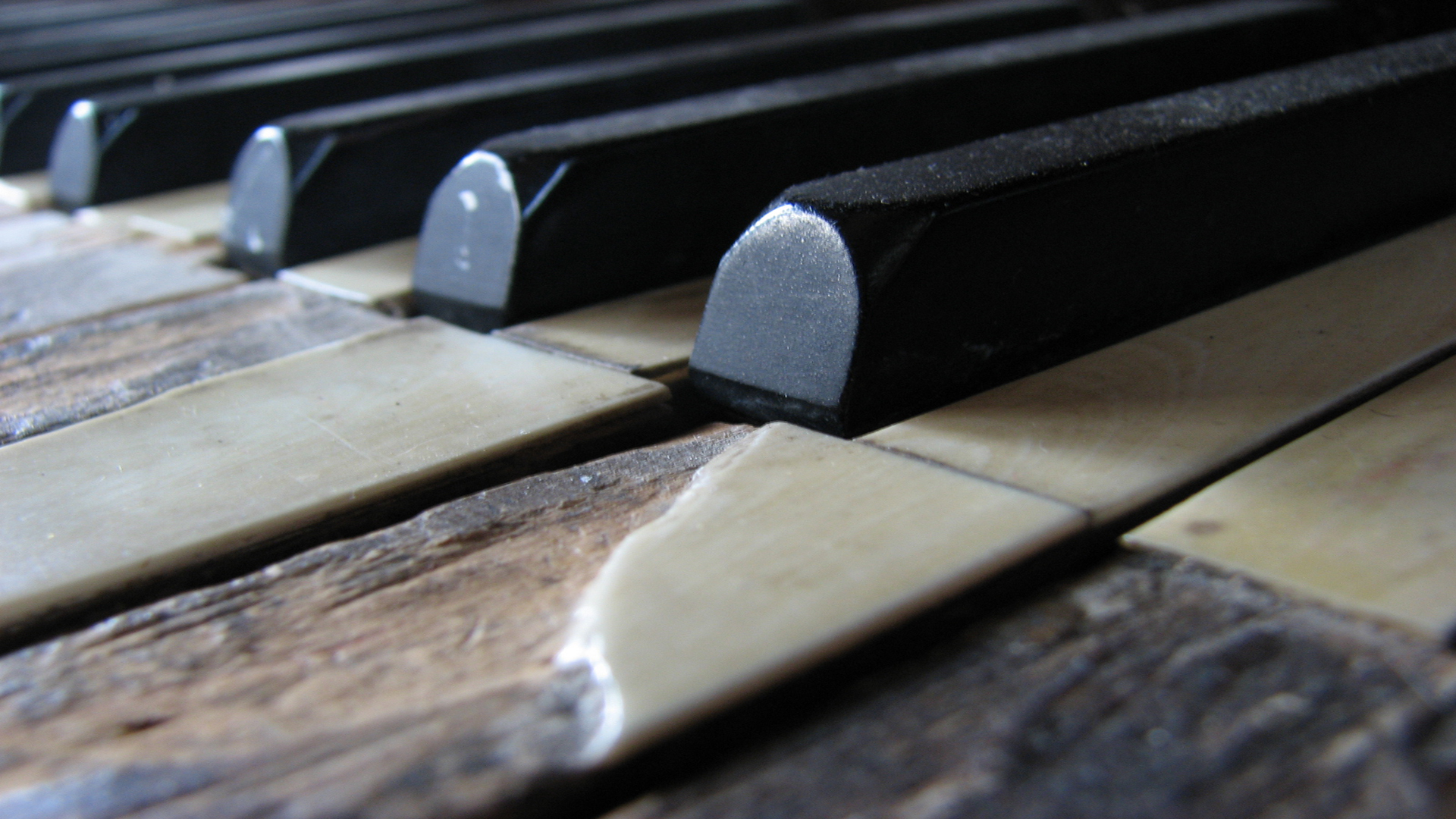 Old_Piano1080