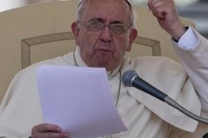 papa francisco enojado